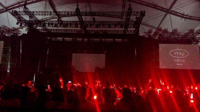 Setelah menunggu 16 Tahun para fans akhirnya bisa menyaksikan secara langsung penampilan TVXQ pada 'TVXQ Concert Circle #With' di ICE BSD, Sabtu (31/8/2019).