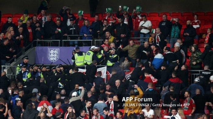 Fans Ribut Vs Polisi di Wembley