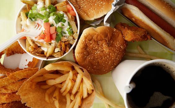 5 Makanan dan Minuman yang Pantang Dikonsumsi saat Diet, Catat Buat Kamu yang Pengin Kurus!
