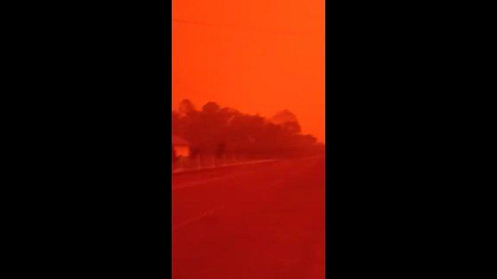 Viral di Media Sosial, Langit di Muaro Jambi Berwarna Merah