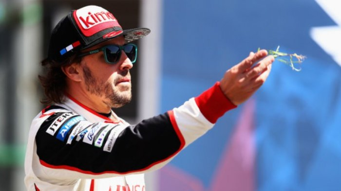 Kronologi Detail Kecelakaan Sepeda Fernando Alonso, Wajah Menghantam Aspal