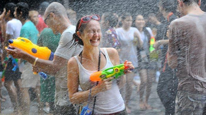 5 Tempat Terbaik untuk Ikuti Festival Songkran di Thailand, Bisa 'Perang  Air' Sepuasnya - Tribunnews.com Mobile