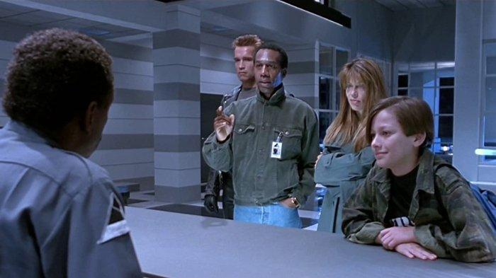 Linda Hamilton, Arnold Schwarzenegger, Edward Furlong, Abdul Salaam El Razzac, dan Joe Morton dalam Terminator 2: Judgment Day (1991)