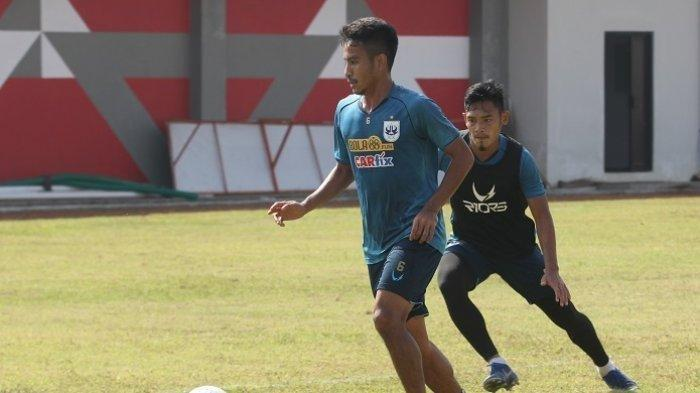 Finky Pasamba menjalani latihan perdana bersama PSIS Semarang di Stadion Bumi Phala, Temanggung, Kamis (29/8/2019) (TRIBUN JATENG/FRANCISKUS ARIEL SAPUTRA )