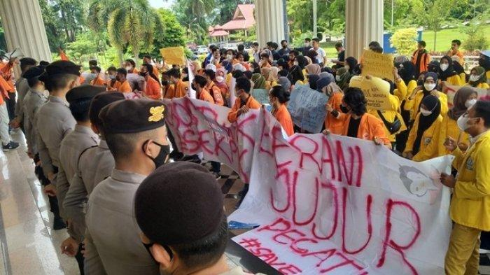 Ingin Temui Ketua KPK Firli Bahuri, Ratusan Mahasiswa Demo Kantor Gubernur dan DPRD Jambi