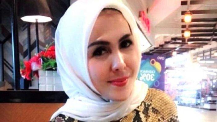 Fitriani Manurung disebut Febi Nur Amelia sebagai Ibu Kombes yang punya utang Rp 70 juta kepada dirinya, lalu ditagih melalui Instagram.