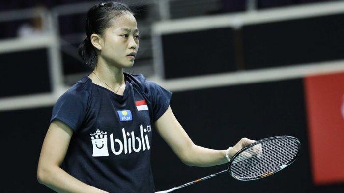 Fitriani saat melakoni pertandingan kontra Ratchanok Intanon pada babak pertama Singapore Open 2019, Rabu (10/4/2019). Dok: PBSI