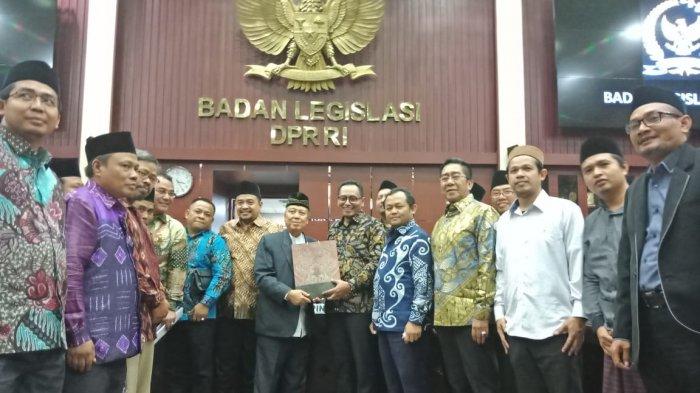 Tingkatkan Payung Hukum, FKPM Serahkan RUU Pendidikan Keagamaan dan Pesantren ke Baleg