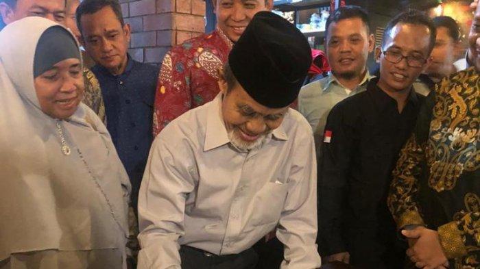 Pimpinan Pondok Modern Darussalam Gontor, KH Hasan Abdullah Sahal, di acara pengukuhan Formatur FORBIS di Keraton Kasepuhan Cirebon, Jawa Barat, Minggu (27/10/2019).