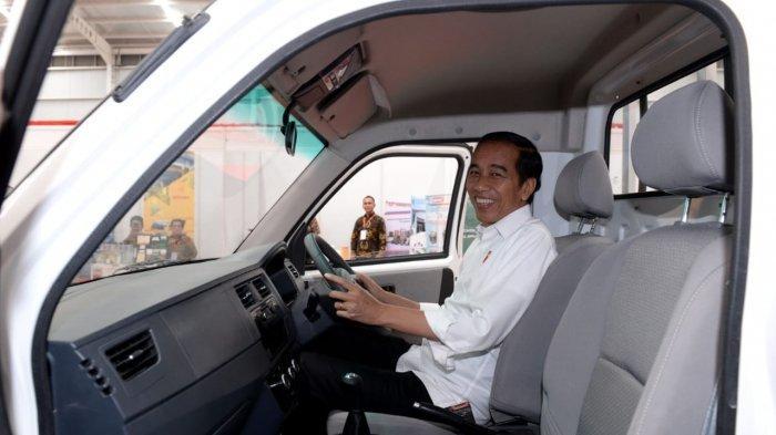 Foto-foto Jokowi Resmikan Pabrik Esemka hingga Test Drive
