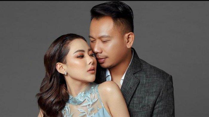 Foto kemesraan Ayu Aulia dan Vicky Prasetyo yang diunggah di akun sosial media Instagram masing-masing.