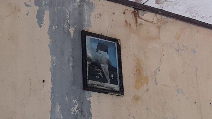 foto-presiden-di-ruang-kelas-sdn-samudrajaya-04-bekasi.jpg