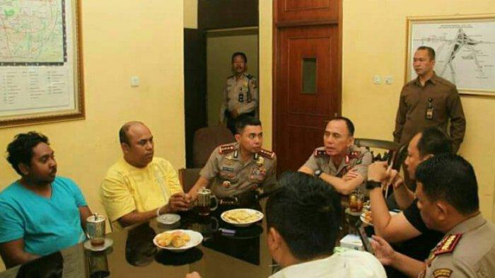 Foto Kapolda dengan Tersangka Pengeroyok Hermansyah, Polisi: Tidak Ada Yang Spesial
