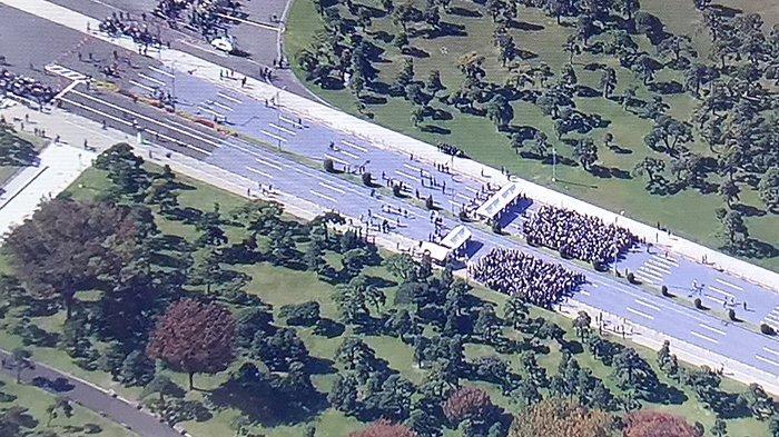 Foto udara suasana Minggu (10/11/2019) siang di sekitar kekaisaran Jepang dipenuhi undangan dan masyarakat di sekitar lokasi parade perayaan Kaisar baru Jepang.