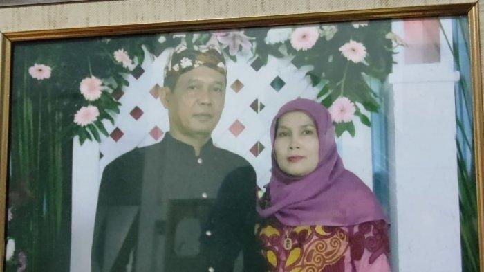 Foto yang Terpajang di rumah Pasangan Suami Istri Beben Sofian (59) dan Razanah (58)