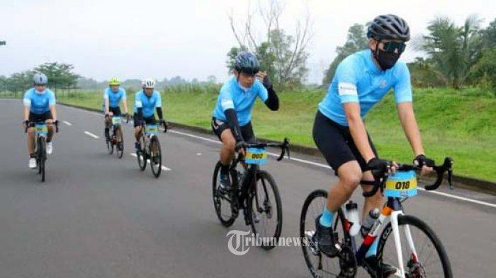 Merayakan HUT ke-50, produsen pendingin udara asal Jepang, Daikin Indonesia, menggelar kegiatan bersepeda Daikin Fun Ride bersama para mitra, staf serta karyawan dan komunitas.
