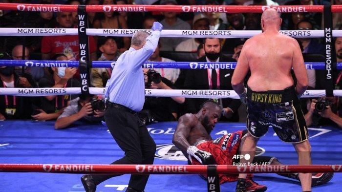 Hasil Tinju Dunia: Tyson Fury Pukul KO Deontay Wilder di Ronde 11, Gypsy King Pertahankan Gelar