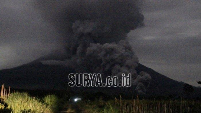 Gunung Semeru Meletus, Awan Panas Meluncur Selama 3 Jam, Warga Berbondong-bondong Mengungsi