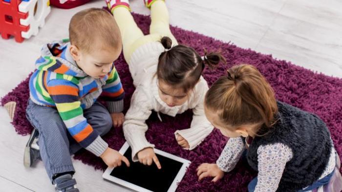 Apa yang Harus Dilakukan Orangtua untuk Mendidik Buah Hati di Era Digital? Pola Asuh Ini Jadi Solusi
