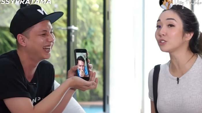 Gading Marten ketika video call-an dengan Gisel
