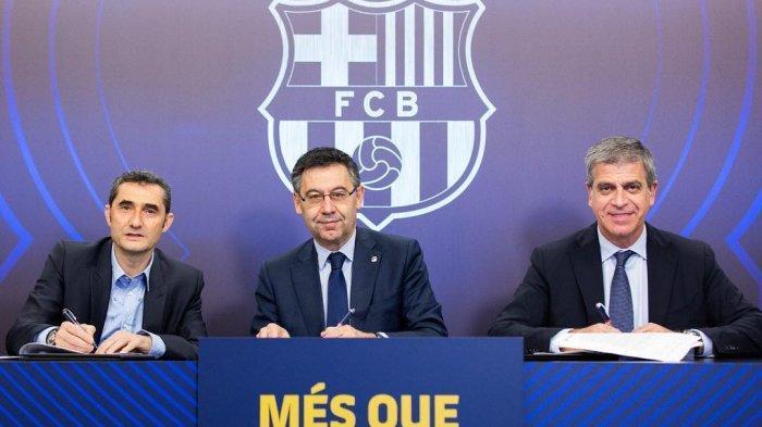 Ernesto Valverde (Kiri), Josep Maria Bartomeu (Tengah). Gagal Melaju ke Final Liga Champions, Presiden Klub Barcelona Buka Suara Seusai Dibantai Liverpool, Rabu (8/5/2019) dini hari.