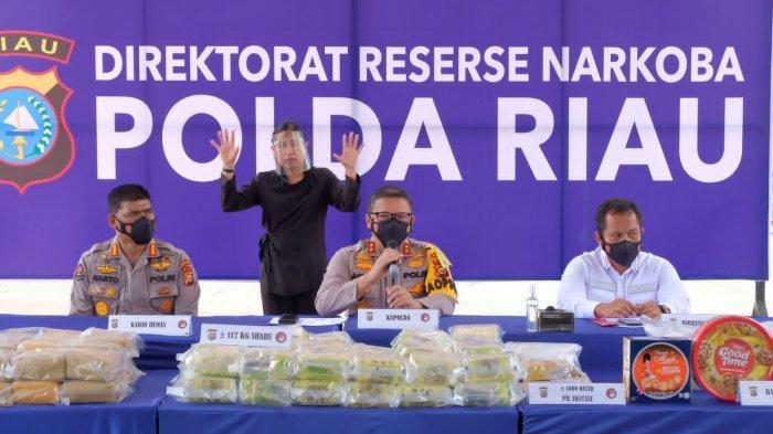 Polda Riau Gagalkan Peredaran 117 Kilogram Sabu dan 1000 Pil Ekstasi dari Jaringan Malaysia