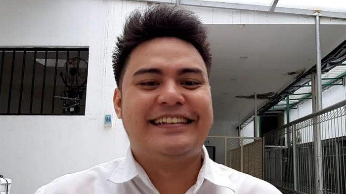 Galih Ginanjar di ruang tunggu tahanan Pengadilan Negeri Jakarta Selatan, Senin (20/1/2020).