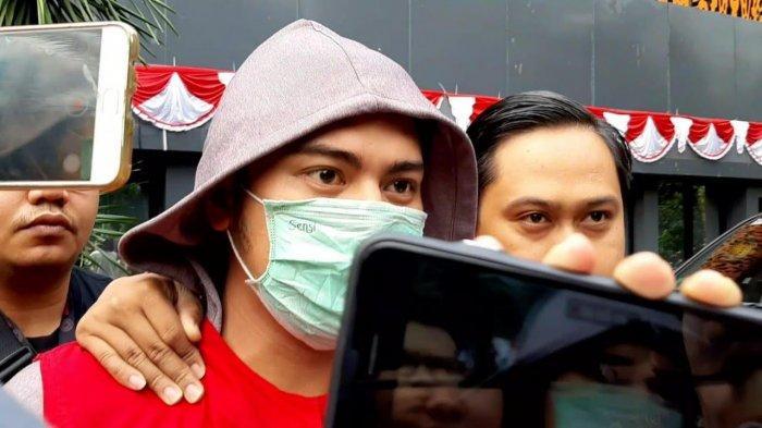 Galih Ginanjar saat dibawa ke rutan Polda Metro Jaya,  Jumat (12/7/2019).
