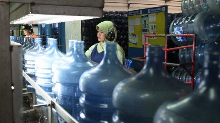 Upaya Tak Menambah Sampah Plastik, AQUA Tetap Gunakan Galon Guna Ulang