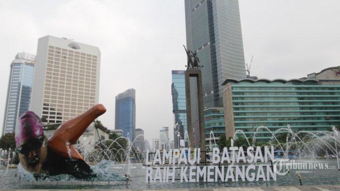 Suasana di depan Hotel Indonesia Jakarta.