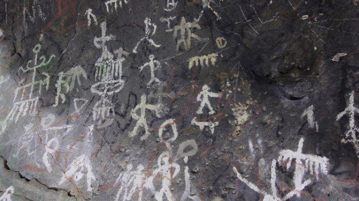 Gambar cadas prasejarah dalam gua di Solok