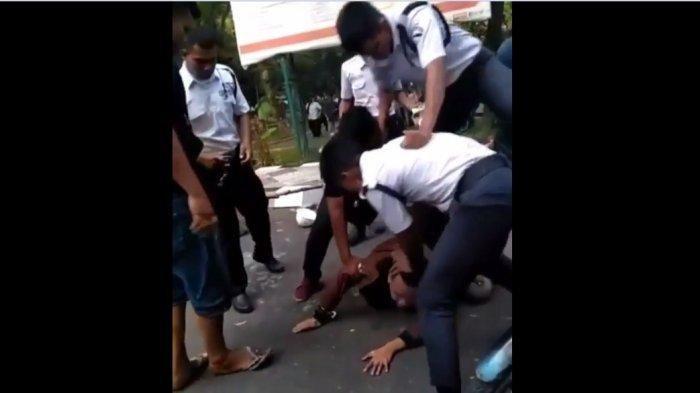 Dituduh Maling Helm Dua Pemuda Tewas Dihakimi Massa, Sang Sepupu Minta Pelaku Ditangkap