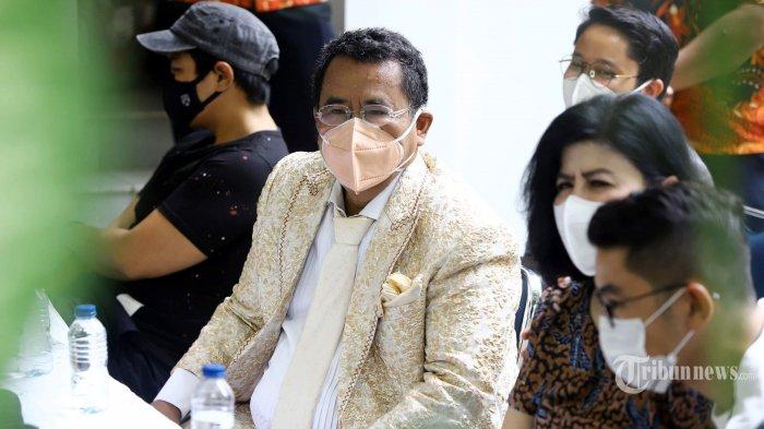 Desiree Tarigan ditemani anaknya, Bams dan Prianka serta pengacara Hotman Paris saat konferensi pers terkait pengusiran dirinya dan kedua anaknya oleh sang suami, Hotma Sitompul, di Jakarta Selatan, Senin (29/3/2021). Dalam konferensi pers itu, Desiree Tarigan mengungkapkan bahwa sebelum peristiwa pengusiran, dirinya sudah tidak berkomunikasi layaknya suami istri dengan Hotma Sitompul selama delapan tahun. Tribunnews/Herudin