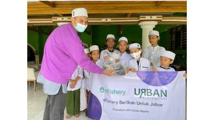 Gandeng UMKM Kuliner, eFishery Bagikan Ikan Untuk Ribuan Warga Bandung