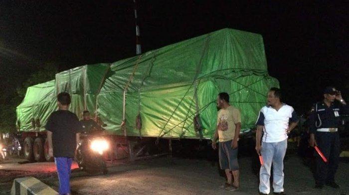 Butuh Tiga Jam Evakuasi Truk Gandengan Terlepas di Perlintasan Kereta
