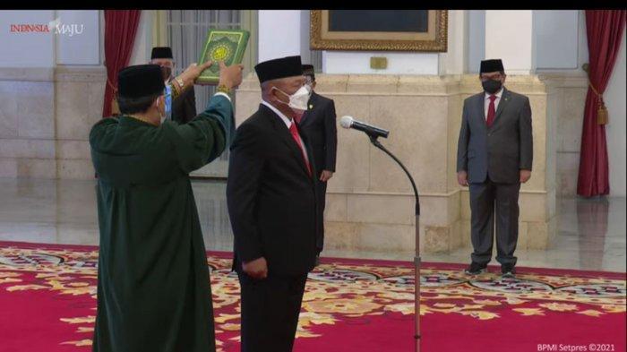 Presiden Joko Widodo (Jokowi) melantik Letnan Jenderal Ganip Warsito sebagai Kepala Badan Nasional Penanggulangan Bencana (BNPB) di Istana Negara, Jakarta, Selasa (25/5/2021).