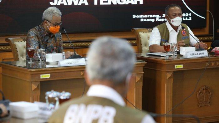 Ketua Satgas Penanganan Covid-19 yang juga Kepala Badan Nasional Penanggulangan Bencana (BNPB) Letjen Ganip Warsito dan Gubernur Jawa Tengah Ganjar Pranowo.