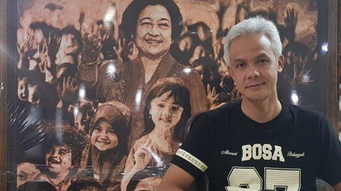 Ganjar Pranowo dengan latar belakang foto Ketua Umum PDIP Megawati Soekarnoputri.