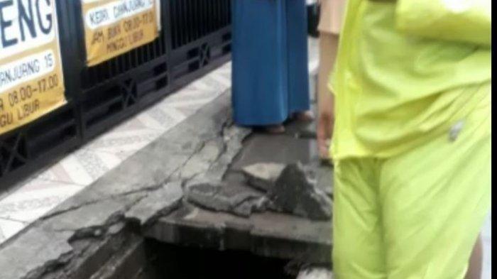 Terperosok ke Gorong-gorong saat Berjalan di Trotoar, Siswi SMP di Cimahi Ditemukan Tewas