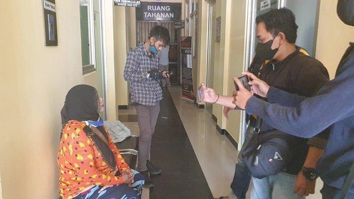 Gara-gara Tak Mau Diajak Mandi Bareng, Wanita 50 Tahun di Lebak Disiksa Suami, Ini Ceritanya