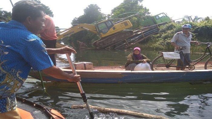 Gara-gara Truk Bermuatan Alat Berat, Jembatan di Ogan Ilir Ambruk, 300 Warga Terisolir