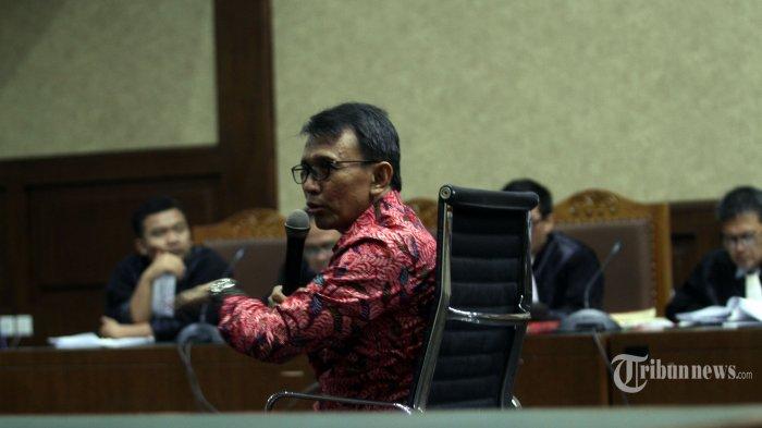 Mantan Gubernur Sumatera Utara (Sumut), Gatot Pujo Nugroho  saat menjadi saksi dalam persidangan Lima terdakwa penerima suap Ketok Palu DPRD Sumut di Pengadilan Tipikor, Jakarta Pusat, Rabu(127/2/2019).  Lima terdakwa penerima suap uang ketok palu DPRD Sumut periode 2009-2014.