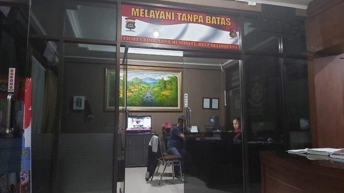 GD saat dimintai keterangan di Dit Krimum Polda Bali, Kamis (7/11/2019). Tribun Bali/Rino Gale (Tribun Bali/Rino Gale)