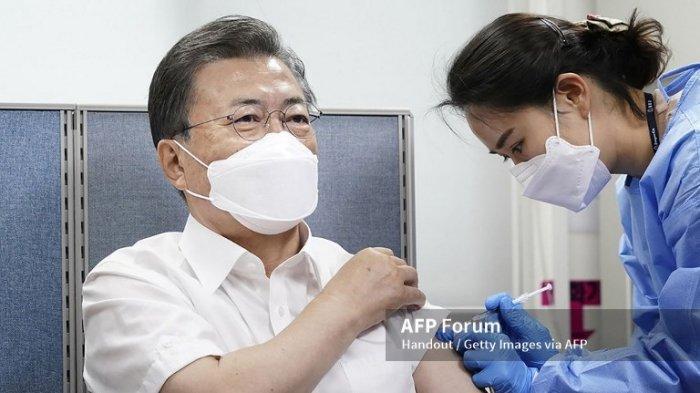 Presiden Korea Selatan Terima Suntikan Vaksin AstraZeneca, Jelang Perjalanan ke Luar Negeri