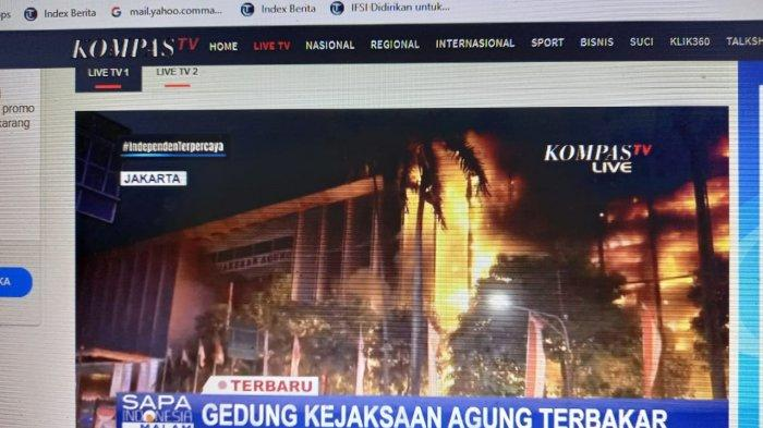 Gedung Kejaksaan Agung RI di kawasan Blok M Jakarta Selatan, terbakar malam ini, Sabtu 22 Agustus 2020.