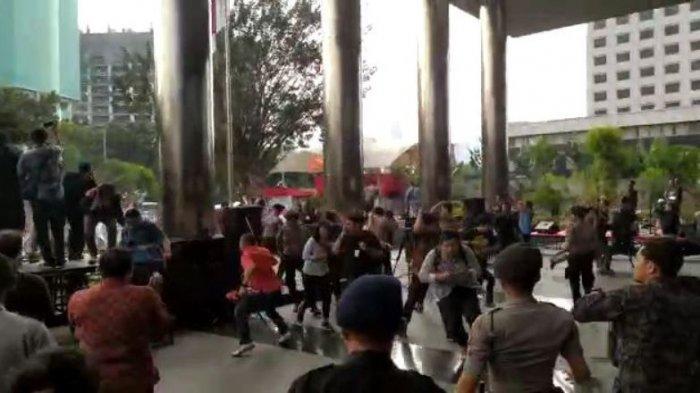 Berujung Ricuh, Polisi Sebut Ada Salah Paham Antara Pegawai KPK dengan Massa Aksi