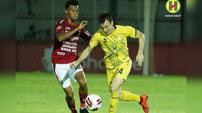 Gelandang Barito Putera, Danilo Sekulic, menggiring bola saat laga melawan Bali United pada pekan kedua Shopee Liga 1 2020.