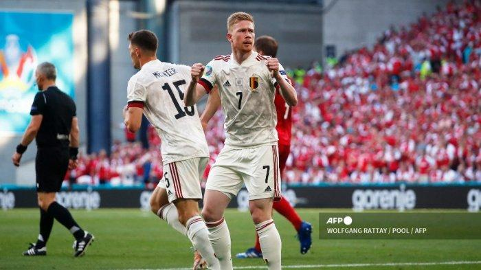 Gelandang Belgia Kevin De Bruyne merayakan setelah gol pertama timnya selama pertandingan sepak bola Grup B UEFA EURO 2020 antara Denmark dan Belgia di Stadion Parken di Kopenhagen pada 17 Juni 2021. WOLFGANG RATTAY / POOL / AFP