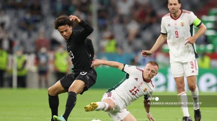 Gelandang <a href='https://manado.tribunnews.com/tag/jerman' title='Jerman'>Jerman</a> Leroy Sane (kiri) dan gelandang Hongaria Laszlo Kleinheisler memperebutkan bola pada pertandingan sepak bola Grup F UEFA EURO 2020 antara <a href='https://manado.tribunnews.com/tag/jerman' title='Jerman'>Jerman</a> dan Hongaria di Allianz Arena di Munich pada 23 Juni 2021.