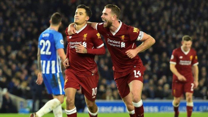 Gelandang Liverpool FC, Philippe Coutinho (kiri)